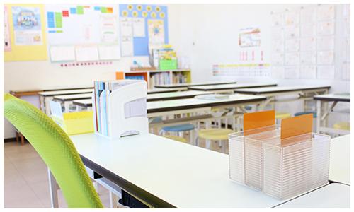 1教室に到着、教材セットを受け取る
